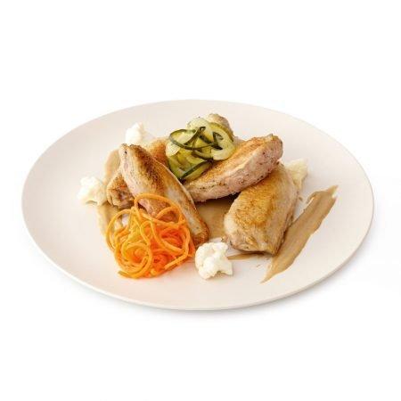 Pollo picanton, crema de ceps y verduritas escabechadas