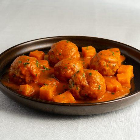 Albóndigas de la abuela en salsa de tomate casera